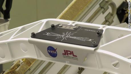 Banner comemorativo da NASA - Envie seu nome para Marte & quot;  A campanha está no rover.