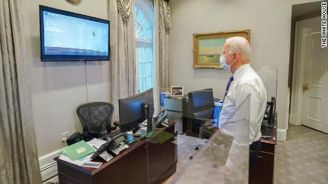 Biden tuitou: & quot;  Parabéns à NASA e a todos cujo trabalho árduo tornou possível o pouso histórico da perseverança.  Hoje, ele provou mais uma vez que, com o poder da ciência e da criatividade americanas, nada está além dos meios.  & quot;