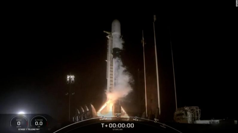 SpaceX lança o foguete Falcon 9 que transporta satélites Starlink