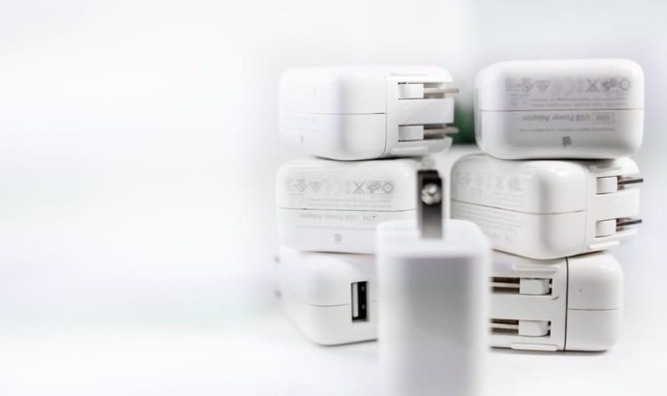 IPhone vendido sem carregadores: Brasil multa à Apple US $ 2 milhões