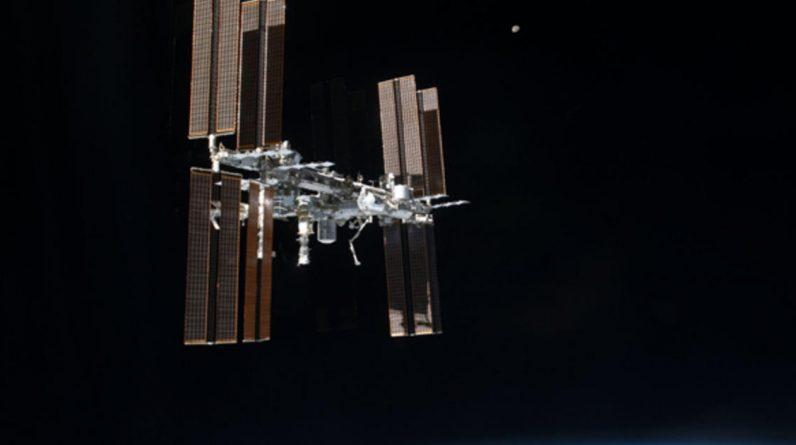 Astronautas da NASA realizam uma caminhada no espaço por cerca de sete horas fora da Estação Espacial Internacional