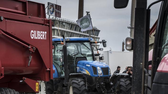 Environ 200 tracteurs ont défilé selon les organisateurs, 132 selon la préfecture de Lyon.