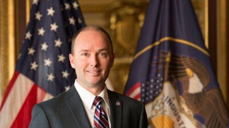 """Governador de Utah afirma que o Partido Republicano precisa se concentrar em mais do que apenas """"possuir libies"""""""