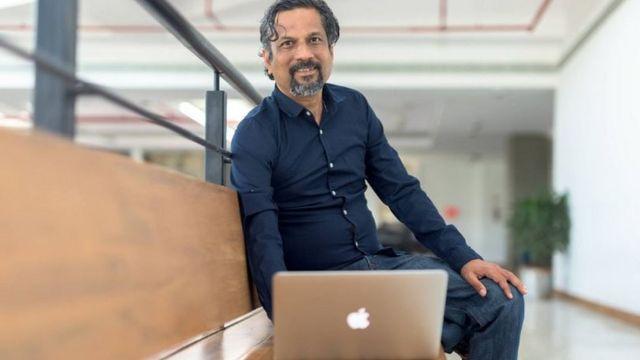 Sridhar em seu escritório