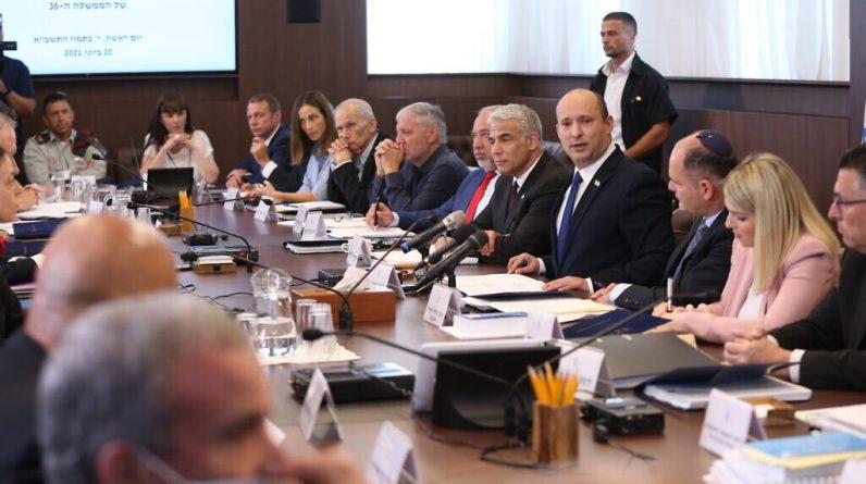 O governo nomeia 36 diplomatas - nomeações bloqueadas sob Netanyahu في