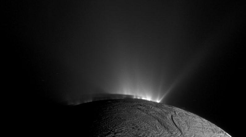 Por que as luas de Júpiter e Saturno podem ser a chave para encontrar vida alienígena