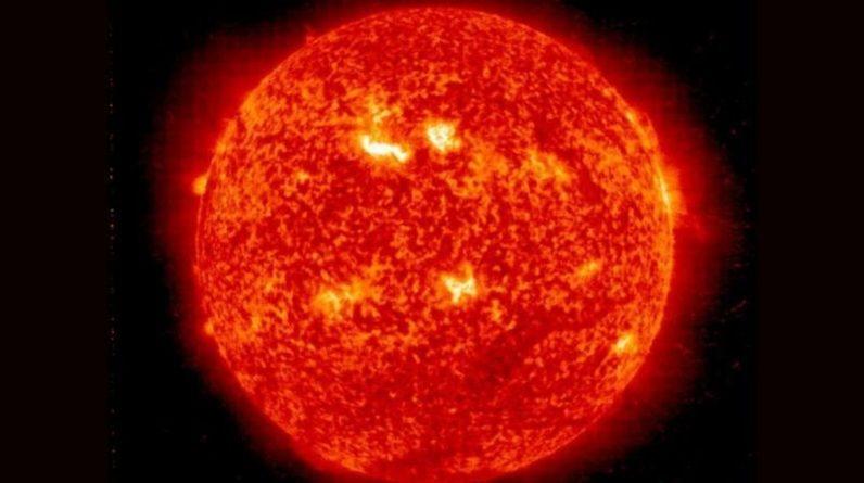 Uma poderosa tempestade solar se aproximando da Terra, pode afetar os sinais de telefone celular e GPS