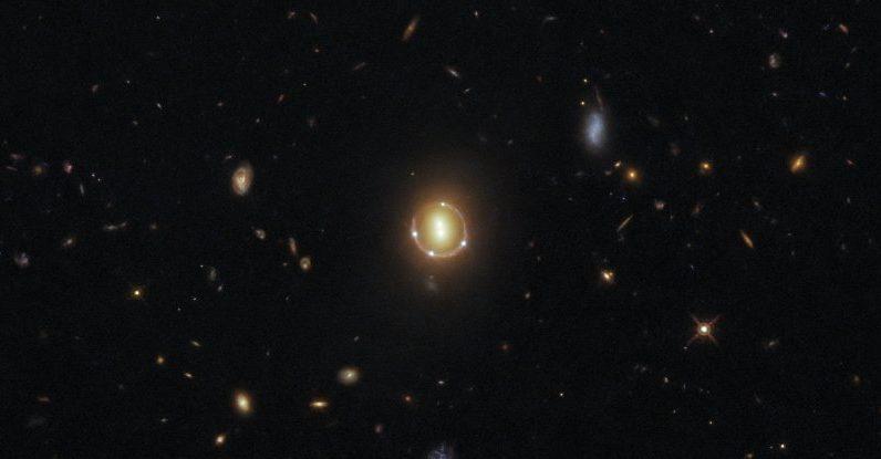 Hubble captura o incrível 'anel de Einstein' para dar um zoom nas profundezas do universo