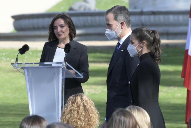 Jornalista Peppa Bueno (à esquerda) com o Rei e a Rainha da Espanha, no Palácio da Moncloa, Madrid, 11 de março de 2021.