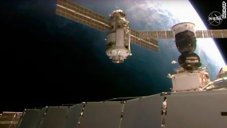A Estação Espacial Internacional perde brevemente o controle após a falha de um novo módulo russo