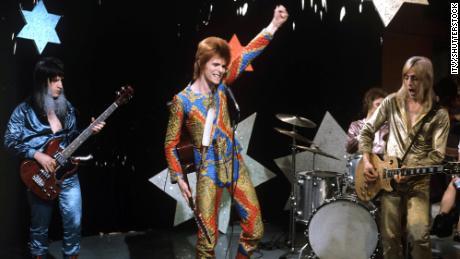 Bowie & # 39;  s & # 39;  Starman & # 39;  E outras canções de outro mundo para uma caminhada no espaço