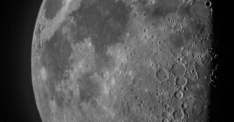 A razão surpreendente pela qual a lua tem menos crateras do que deveria ser