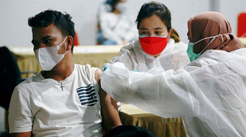 Compromisso de vacinação para cuidadores, terceira dose da Inglaterra ... uma atualização sobre coronavírus