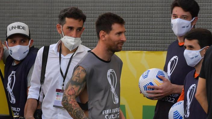 Lionel Messi a quitté le terrain en signe de solidarité avec ses quatre coéquipiers accusés de violer les protocoles anticovid.