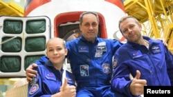 Membros da tripulação, o cosmonauta Anton Shkaplerov, a atriz Yulia Peresild e o diretor de cinema Klim Shipenko.