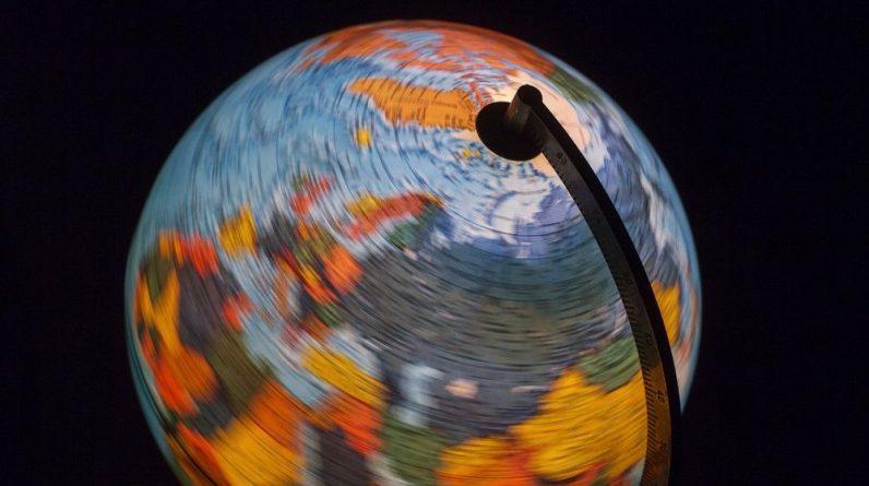 """A Terra virou de lado (e está de volta) em um """"ioiô cósmico"""" 84 milhões de anos atrás"""
