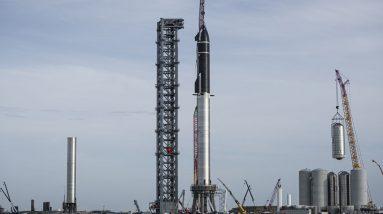 Críticos e apoiadores estão saindo duramente para discutir os planos da SpaceX para lançar do sul do Texas