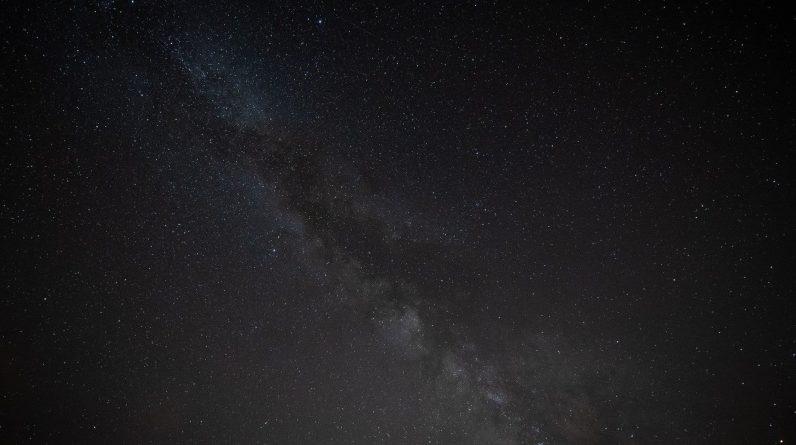 Os cientistas dizem que as misteriosas ondas de rádio vêm do centro da Via Láctea